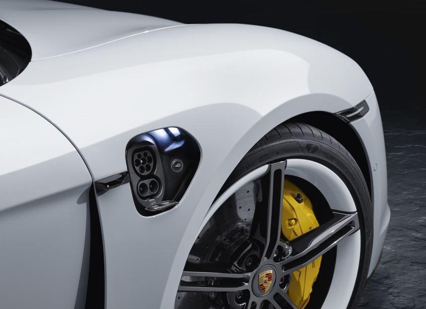 Trạm sạc nhanh xe thể thao điện Porsche Taycan đúng chuẩn siêu tốc.