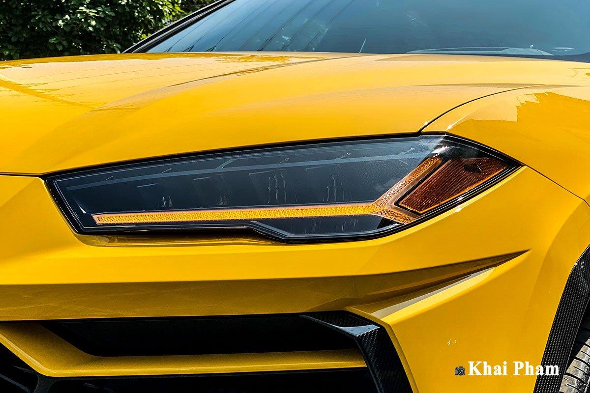Ảnh đèn pha xe Lamborghini Urus full carbon vàng