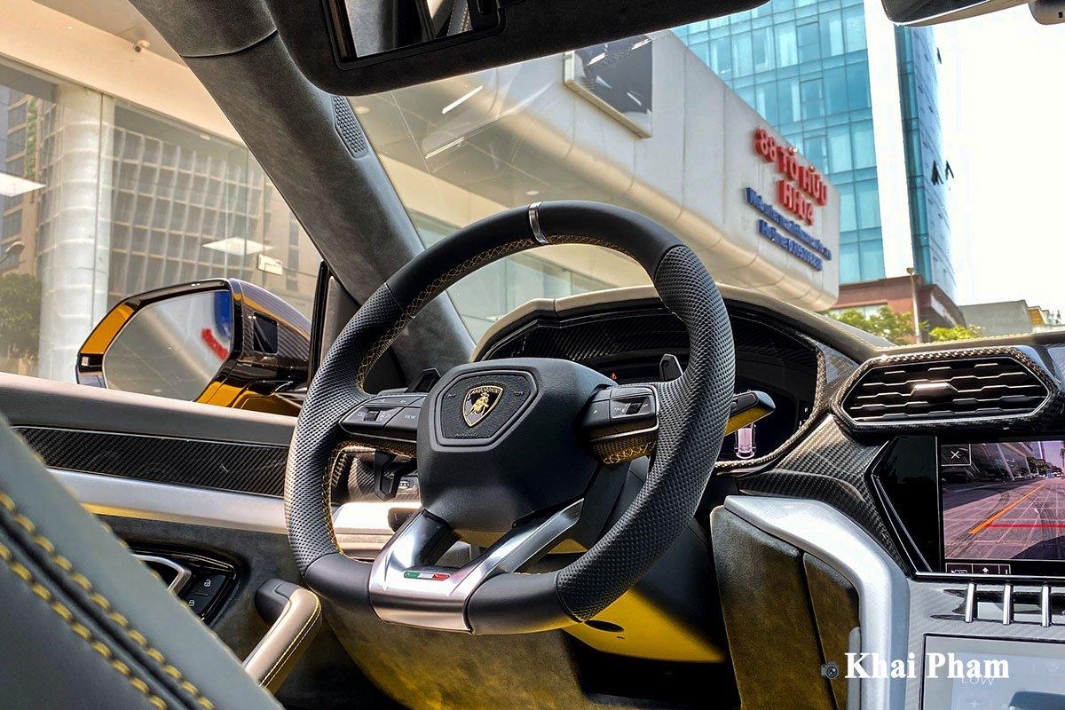 Ảnh vô-lăng xe Lamborghini Urus full carbon