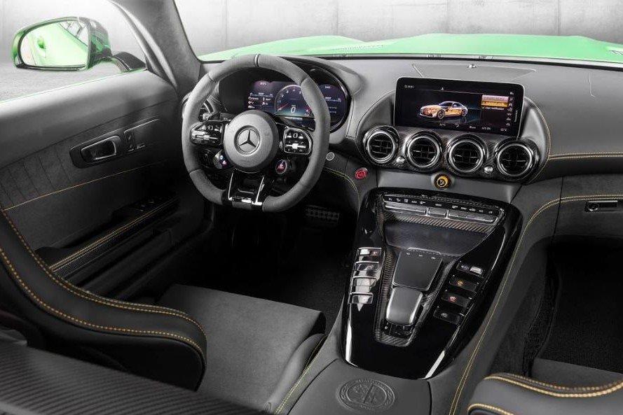 Không gian nội thất Mercedes-AMG GT R tại Việt Nam 1