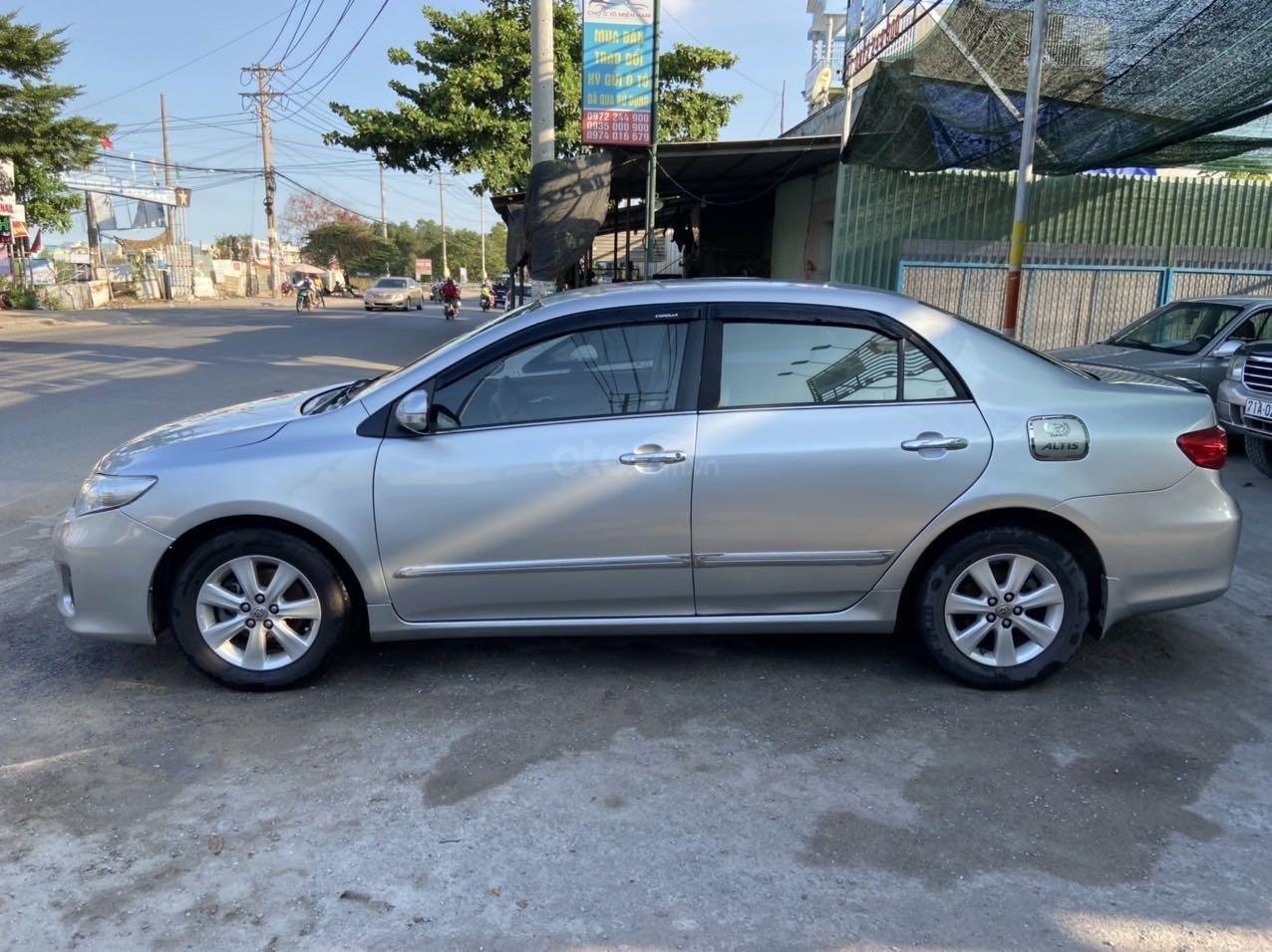 Bán ô tô Toyota Corolla Altis đời 2011, màu bạc, còn mới giá tốt (4)