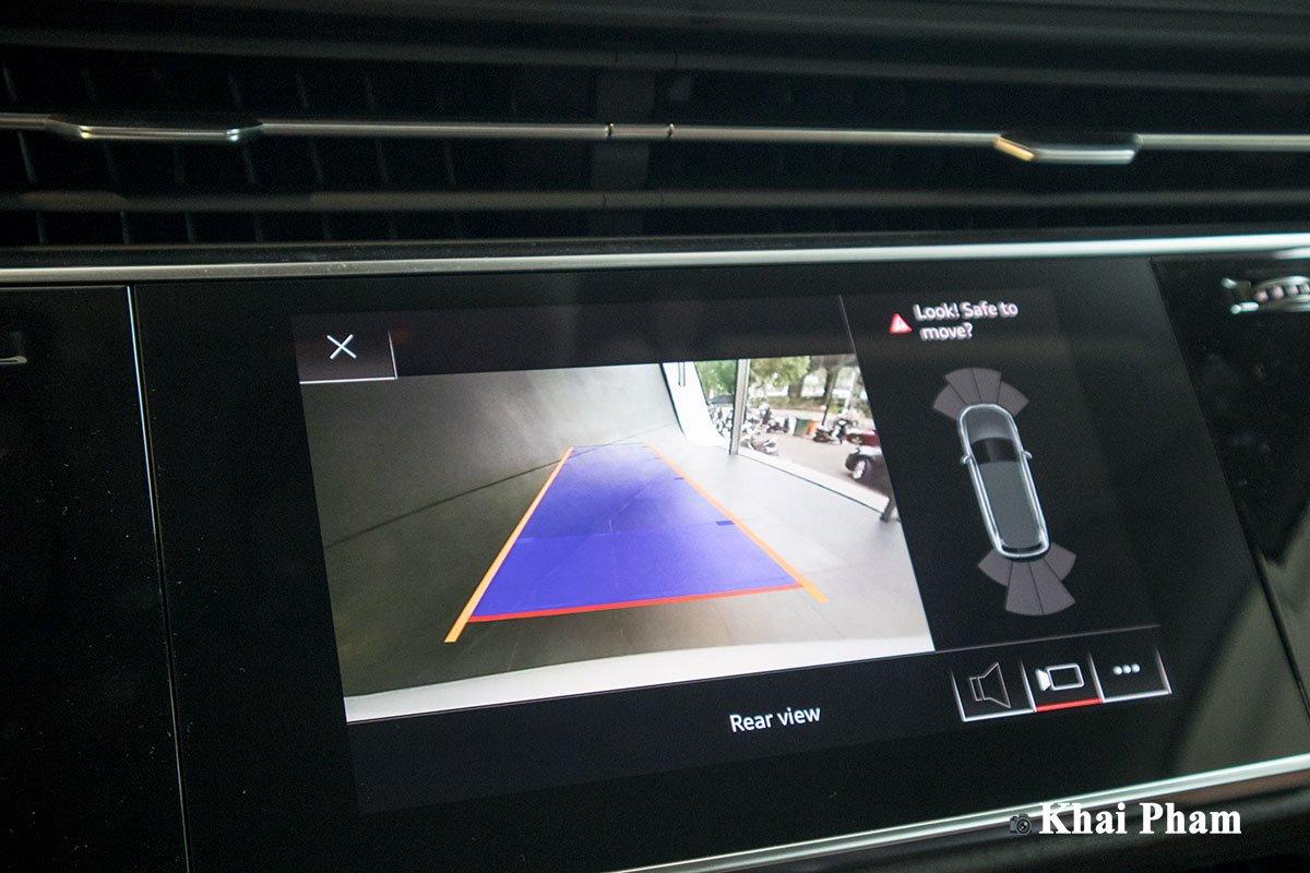 Hệ thống hỗ trợ đỗ xe Audi hiện đại với camera sau 1