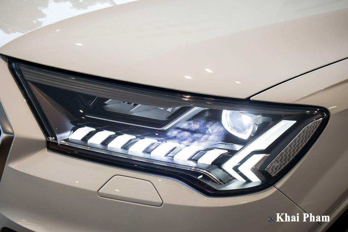 Ảnh đèn pha xe Audi Q7 2020 phải