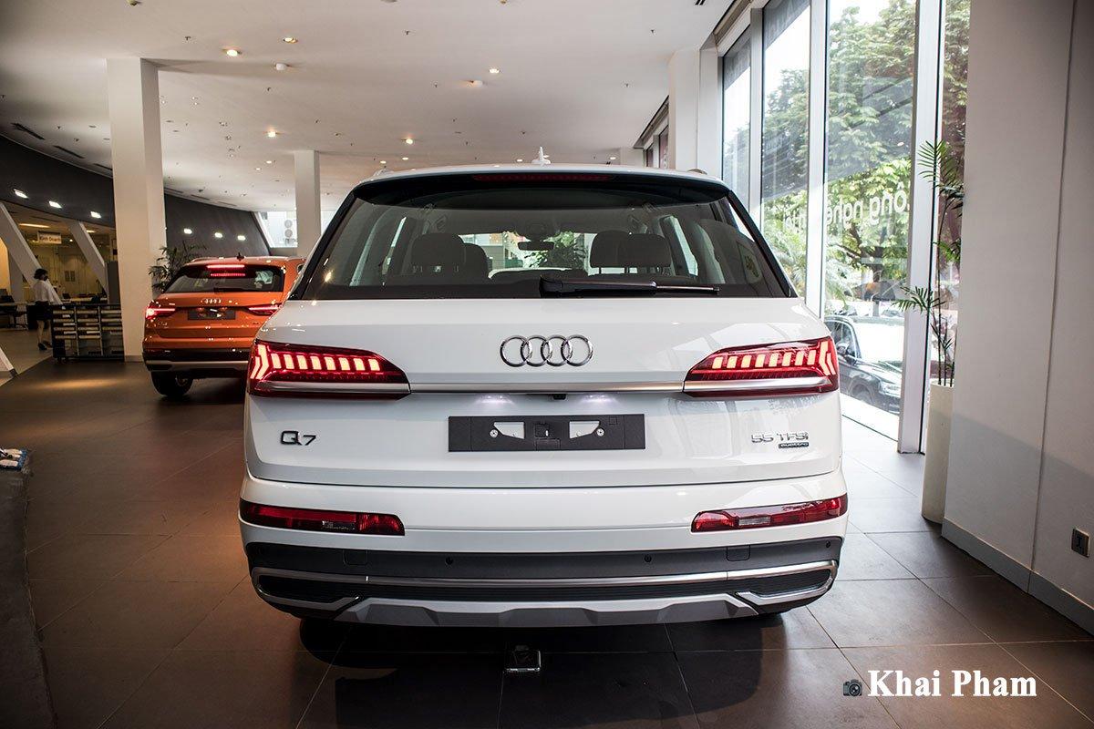 Ảnh đuôi xe Audi Q7 2020 DƯỚI THẤP