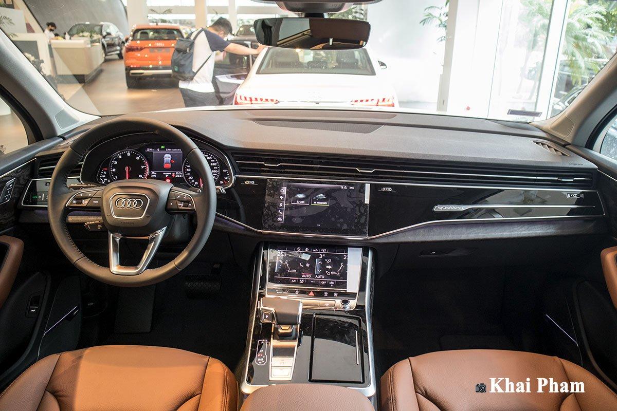 Ảnh táp-lô xe Audi Q7 2020 DƯỚI THẤP