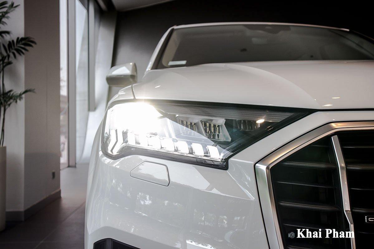 Ảnh đèn pha xe Audi Q7 2020