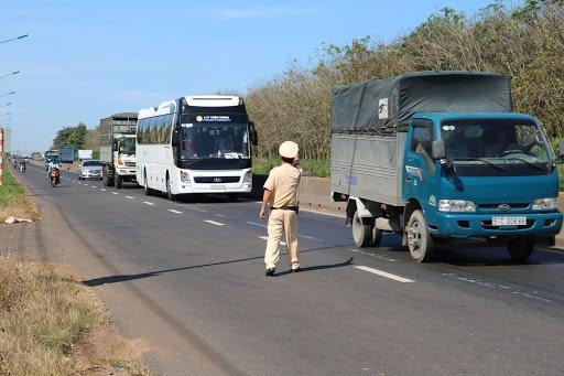 Cảnh sát giao thông toàn quốc thực hiện lệnh tổng kiểm tra trên các tuyến đường chính