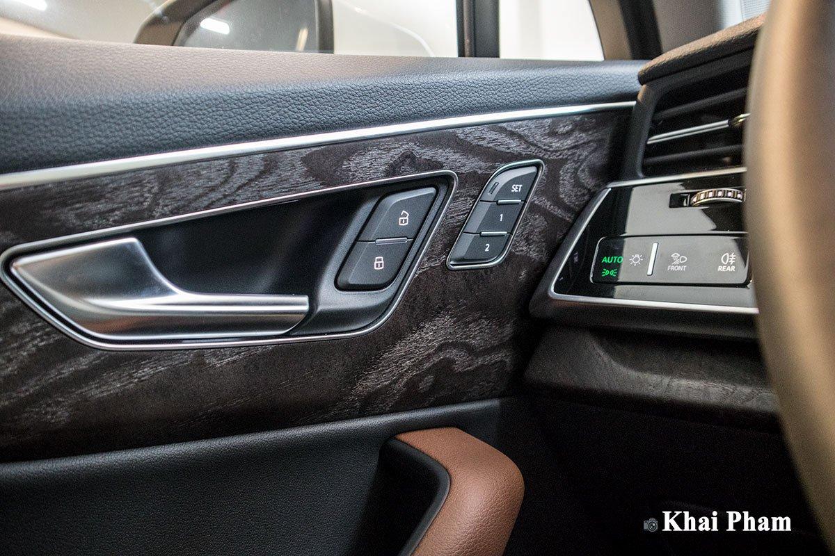 Ảnh Táp-li cửa xe Audi Q7 2020
