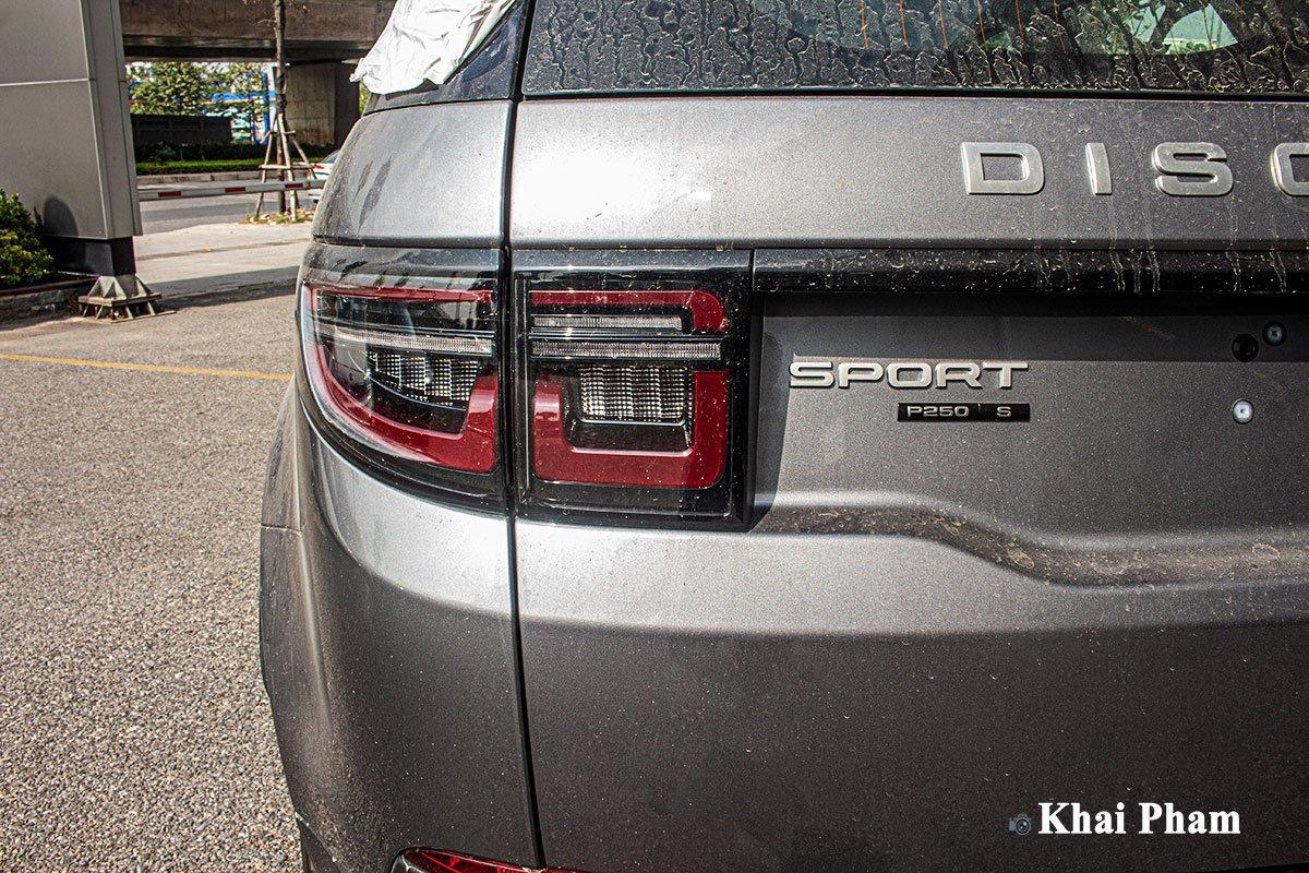 Ảnh chụp đèn hậu xe Land Rover Discovery Sport 2020