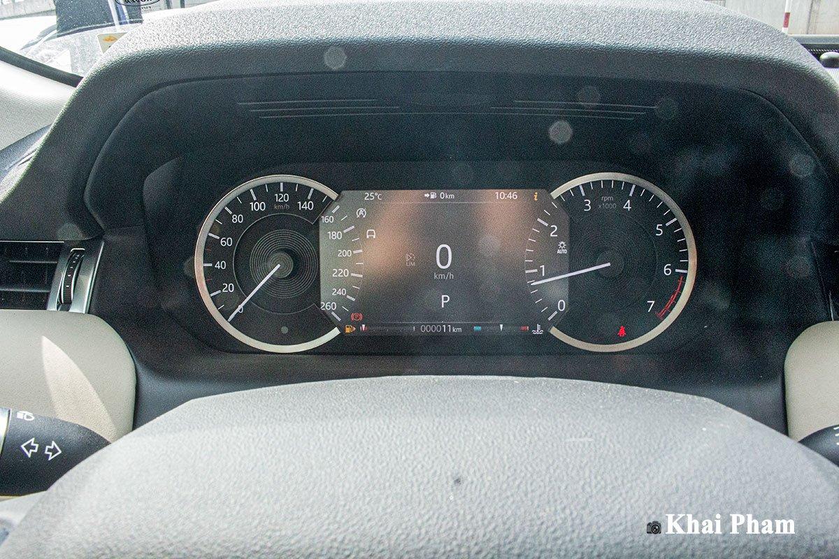 Ảnh chụp cụm đồng hồ xe Land Rover Discovery Sport 2020