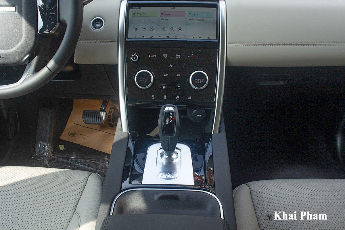 Ảnh chụp Màn hình điều hoà xe Land Rover Discovery Sport 2020