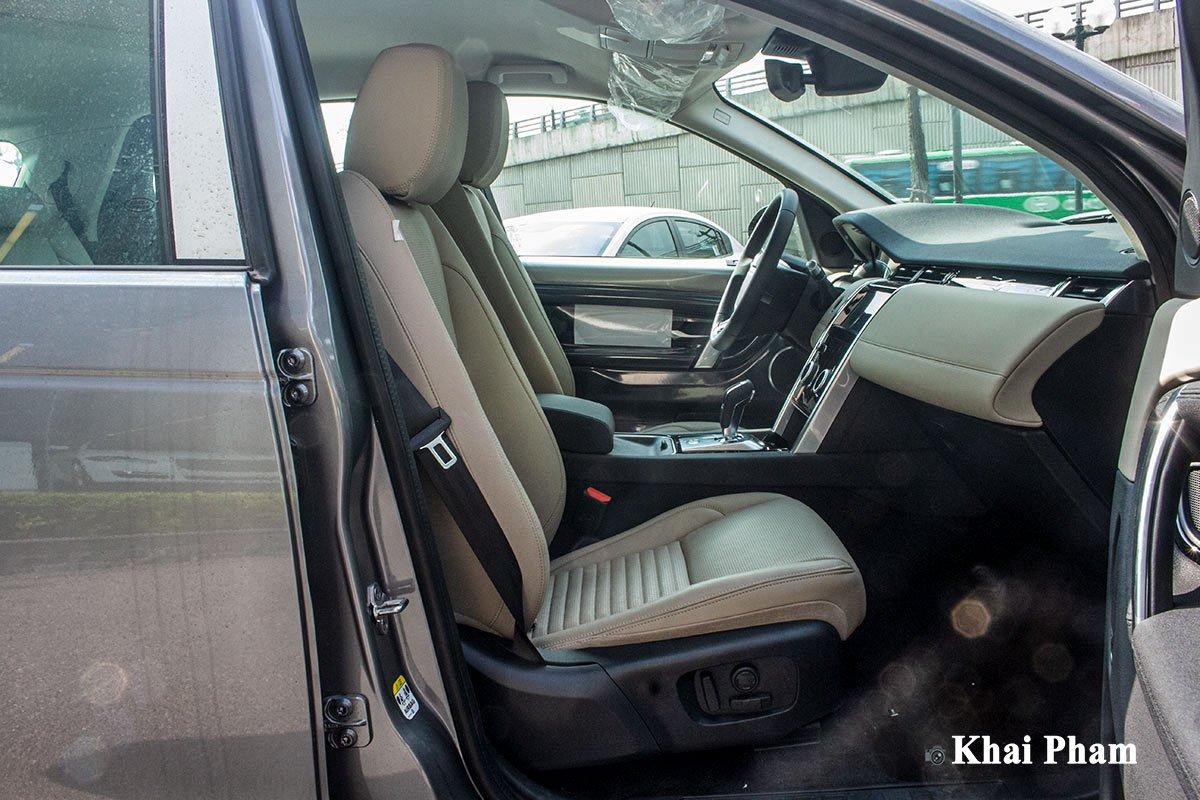 Ảnh chụp ghế phụ xe Land Rover Discovery Sport 2020