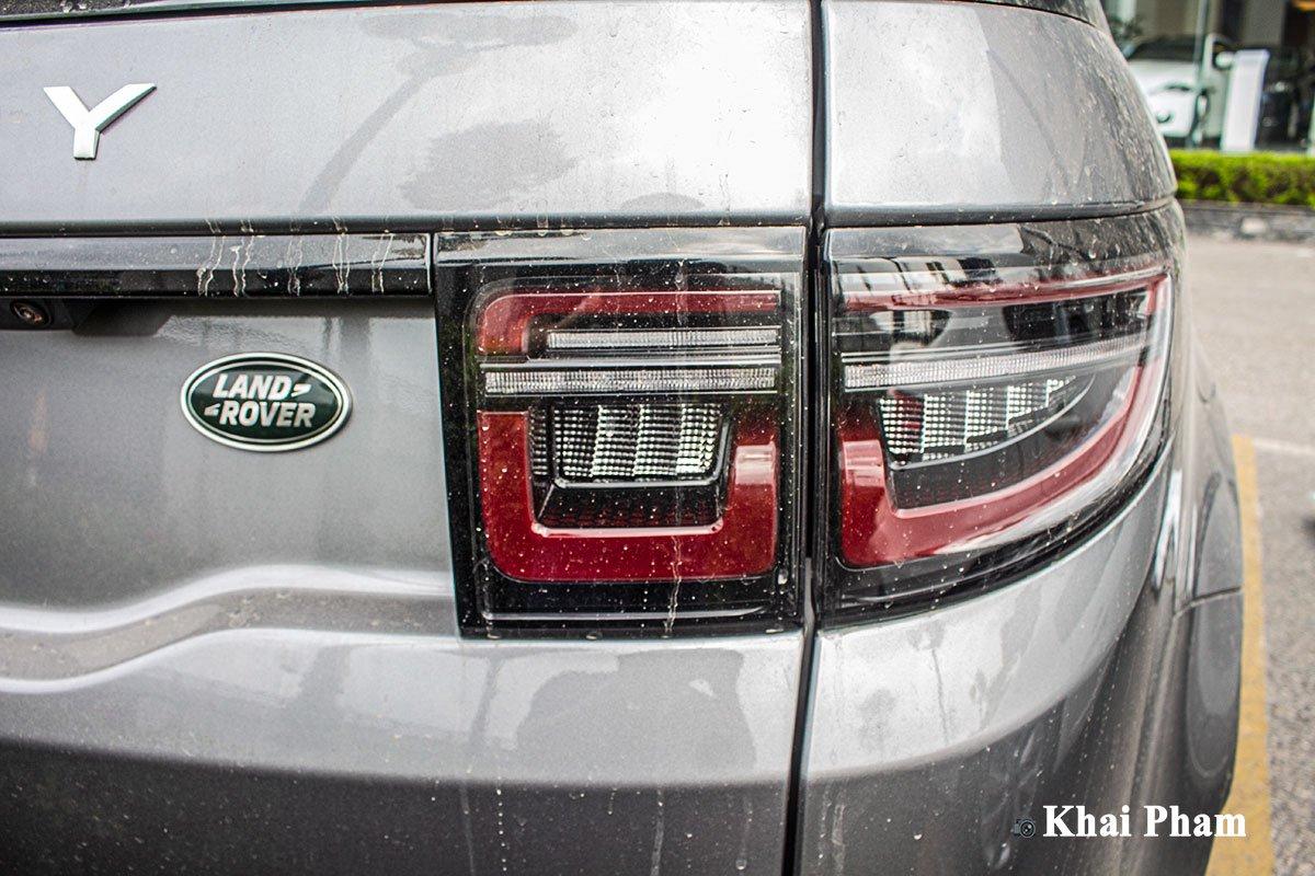 Ảnh chụp Đèn hậu phải xe Land Rover Discovery Sport 2020