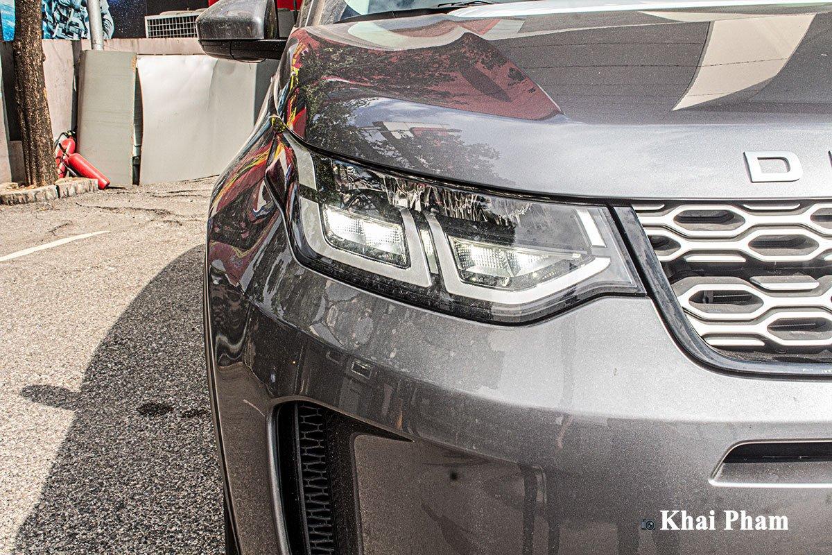 Ảnh chụp đèn pha xe Land Rover Discovery Sport 2020