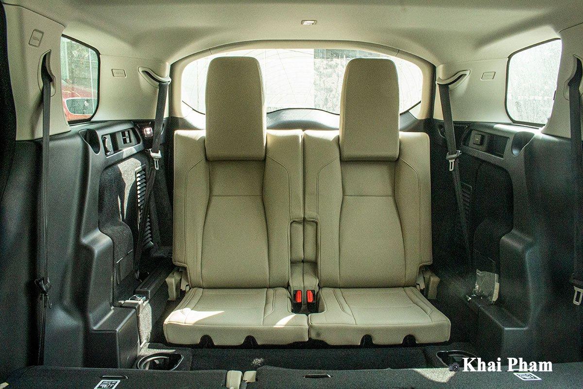 Ảnh chụp hàng ghế 3 xe Land Rover Discovery Sport 2020 1a