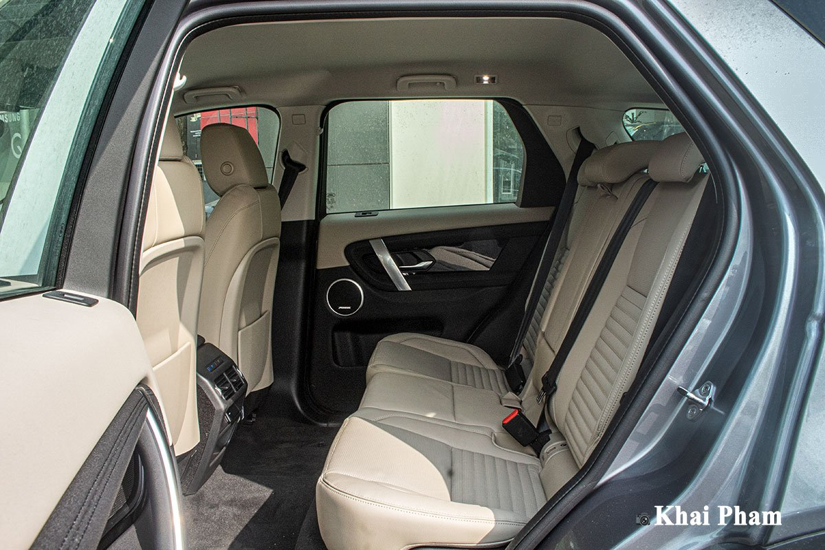 Ảnh chụp Ghế sau xe Land Rover Discovery Sport 2020