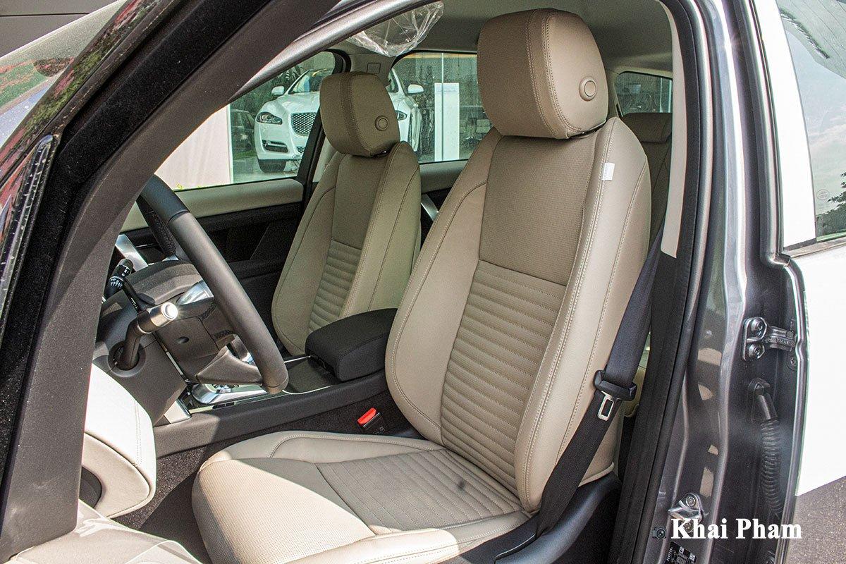 Ảnh chụp ghế trước xe Land Rover Discovery Sport 2020