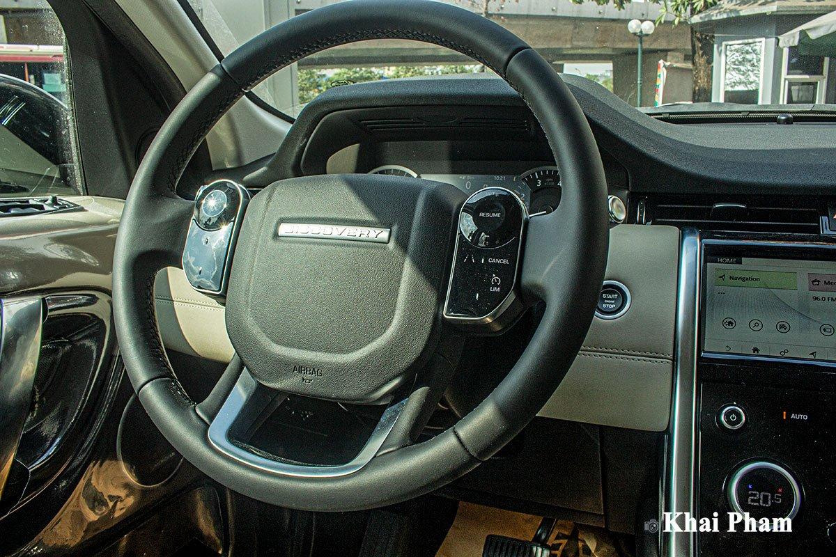 Ảnh chụp vô-lăng xe Land Rover Discovery Sport 2020