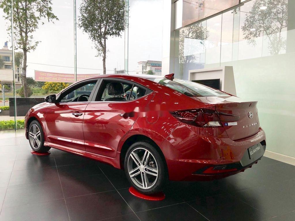 Bán Hyundai Elantra năm 2020, màu đỏ, giá tốt (2)