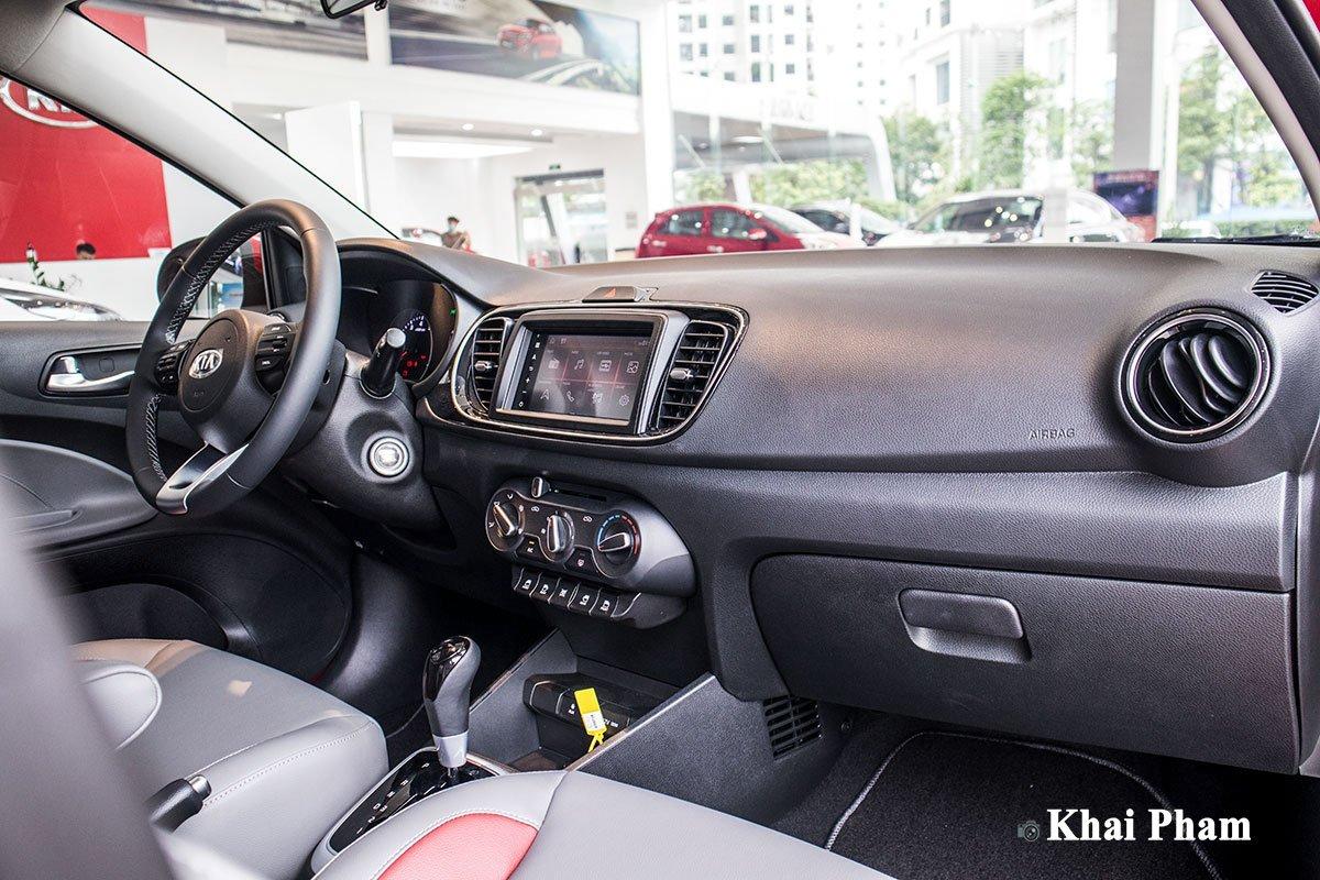 Ảnh khoang lái xe Kia Soluto AT Luxury 2020