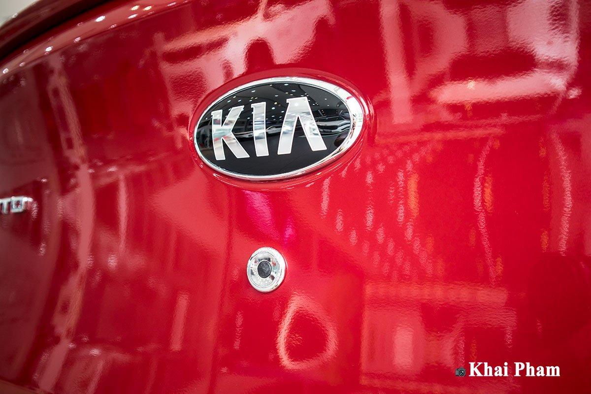 Ảnh nút bấm mở cốp xe Kia Soluto AT Luxury 2020