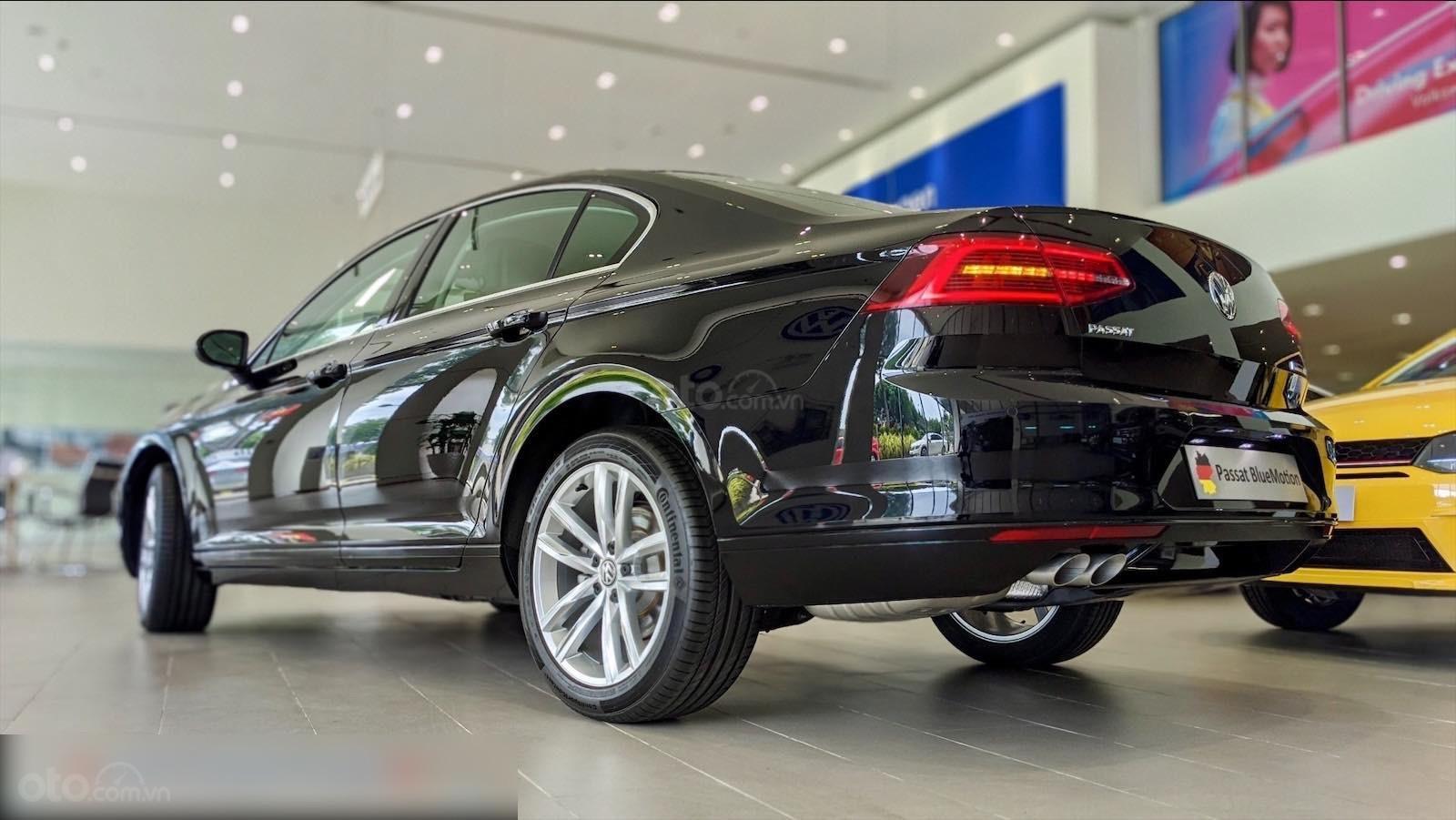 Còn 1 chiếc Passat Bluemotion 2020 màu đen duy nhất - mua xe nhập giá bất ngờ - liên hệ Mr Hùng Lâm VW Sài Gòn (1)