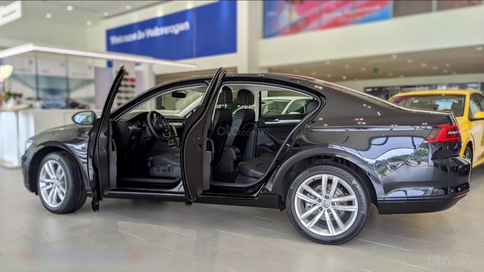 Còn 1 chiếc Passat Bluemotion 2020 màu đen duy nhất - mua xe nhập giá bất ngờ - liên hệ Mr Hùng Lâm VW Sài Gòn (6)
