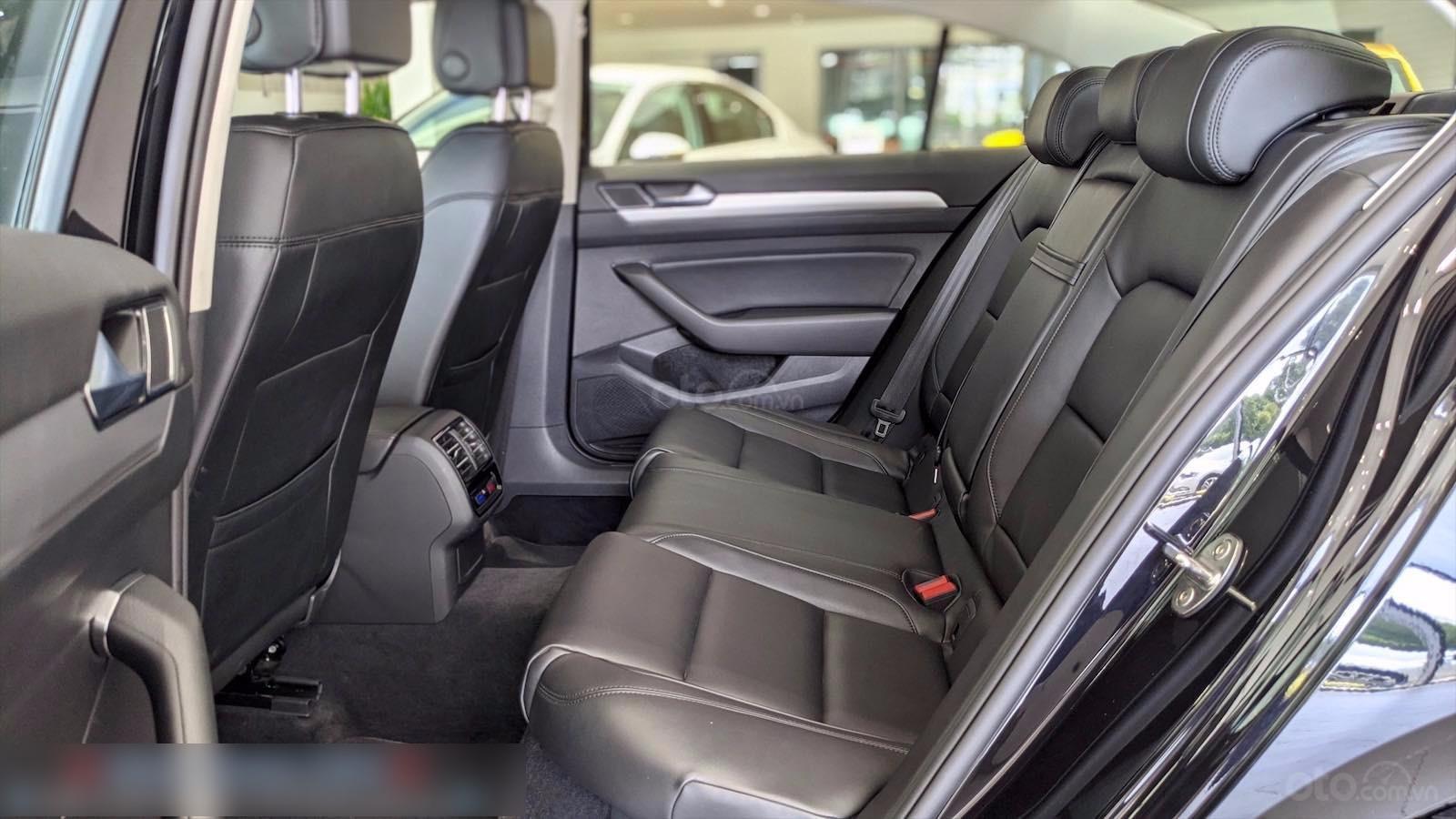 Còn 1 chiếc Passat Bluemotion 2020 màu đen duy nhất - mua xe nhập giá bất ngờ - liên hệ Mr Hùng Lâm VW Sài Gòn (5)
