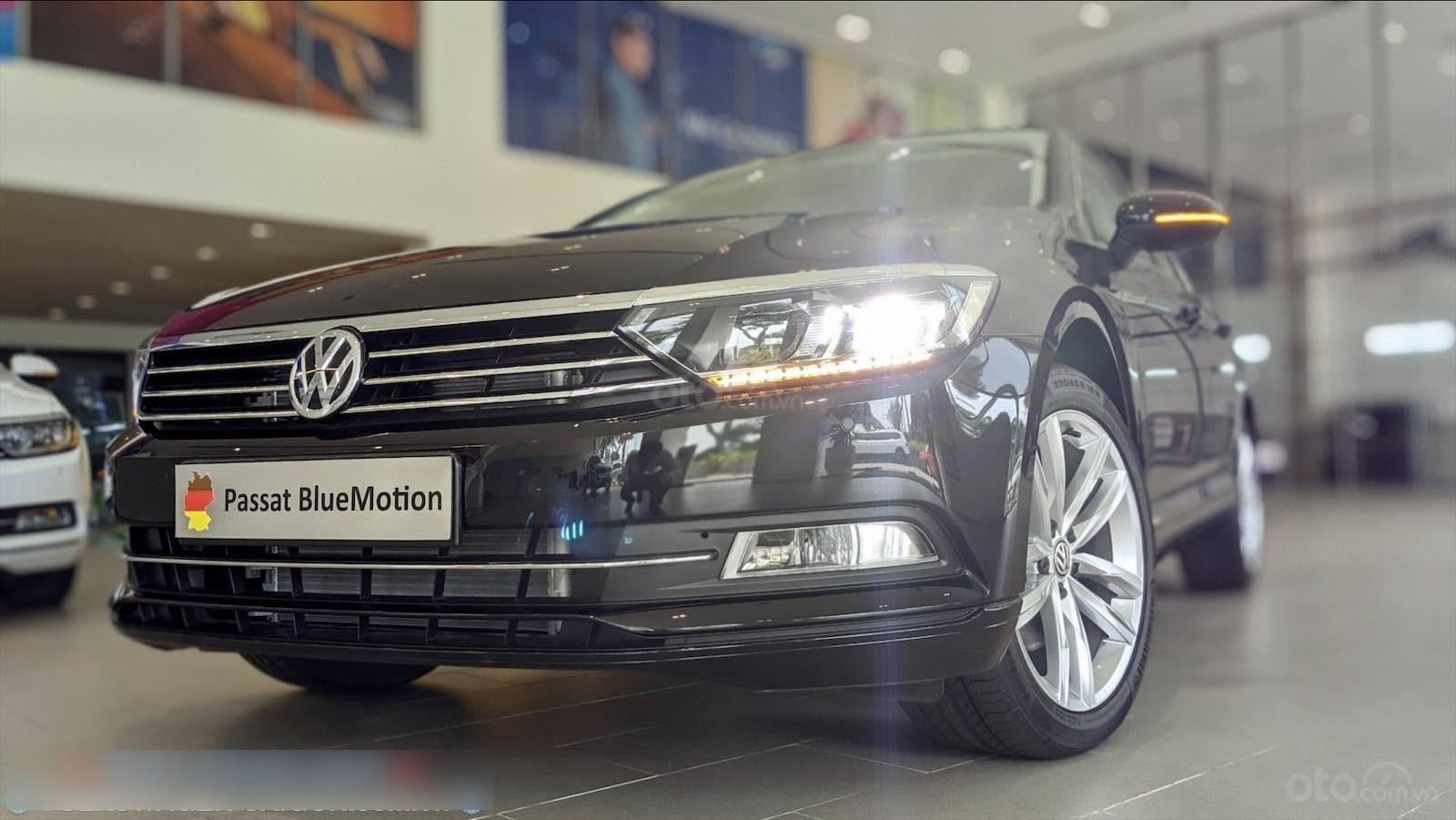 Còn 1 chiếc Passat Bluemotion 2020 màu đen duy nhất - mua xe nhập giá bất ngờ - liên hệ Mr Hùng Lâm VW Sài Gòn (2)