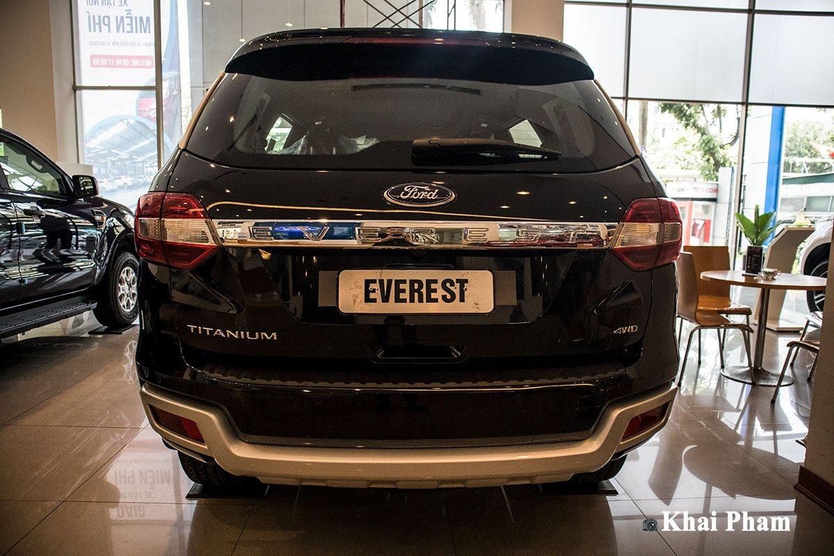 Ảnh chụp đuôi xe Ford Everest 2020