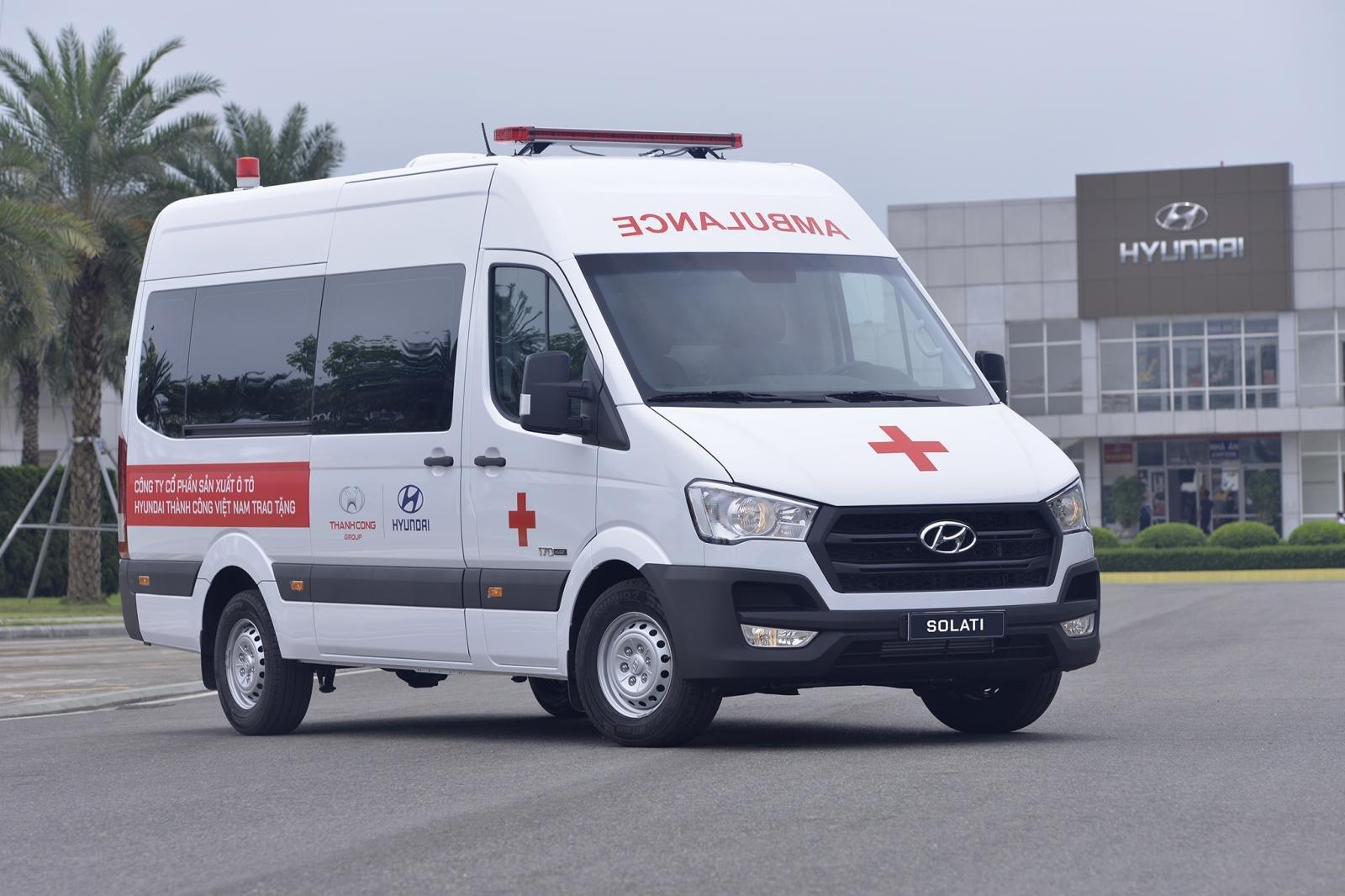 Hyundai tặng 10 xe Solati cho cơ sở y tế tuyến đầu chống dịch Covid-19 a3