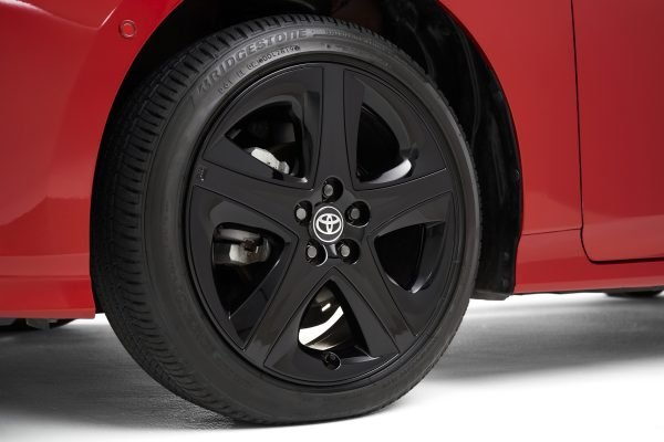 Toyota Prius bản giới hạn số lượng nhìn bắt mắt hơn.