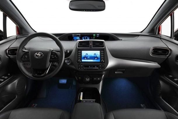 Toyota Prius tích hợp sẵn nhiều công nghệ tiện dụng.