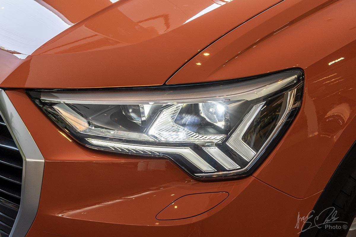 Đánh giá xe Audi Q3 2020: Đèn pha góc cạnh mang đến cái nhìn đầy dữ dằn.