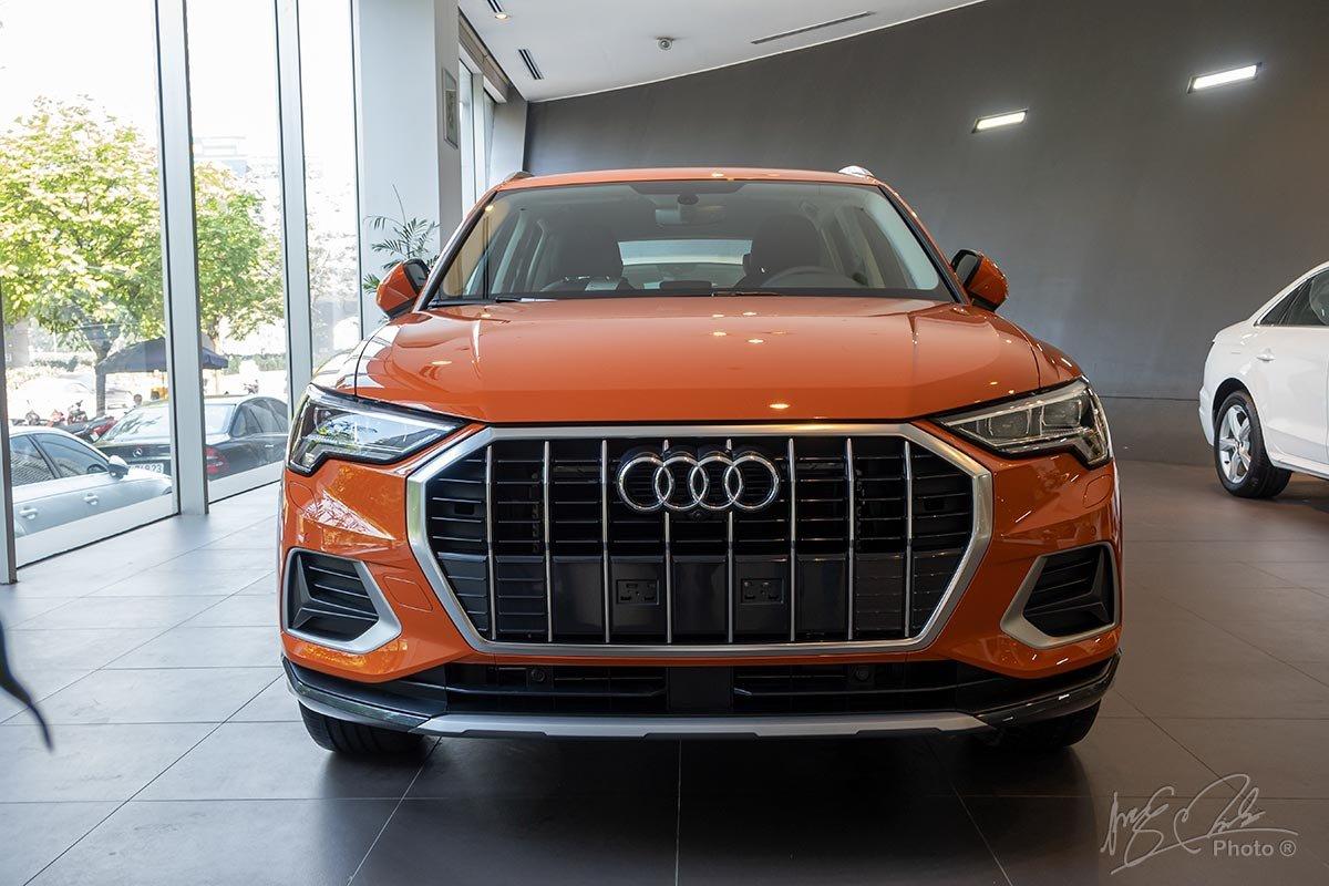 Đánh giá xe Audi Q3 2020: Đầu xe vẫn đậm dấu ấn của Audi với lưới tản nhiệt khung đơn bát giác.