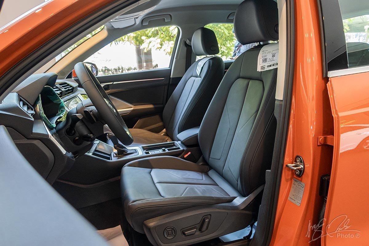 Đánh giá xe Audi Q3 2020: Hàng ghế trước được chỉnh điện và có chức năng bơm tựa lưng 4 chiều.
