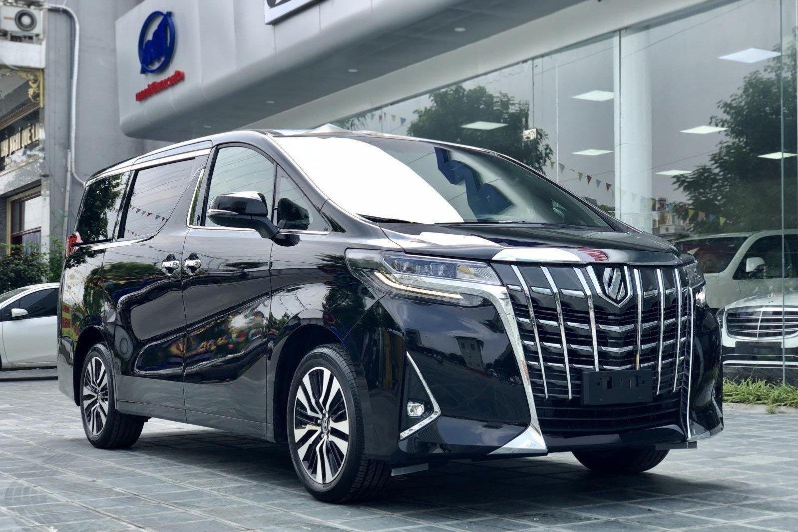 Toyota Alphard có giá bán hơn 4 tỷ đồng tại Việt Nam 1