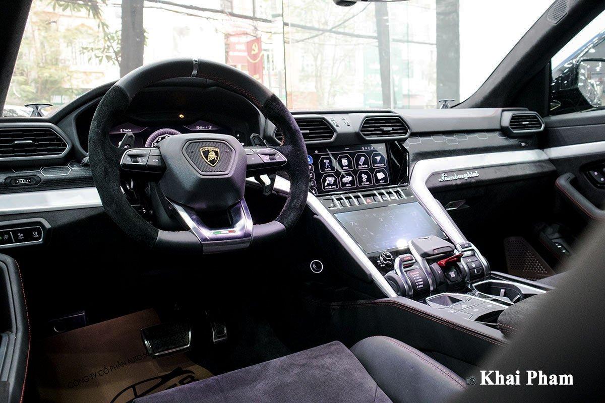 Ảnh Vô-lăng xe Lamborghini Urus 2020