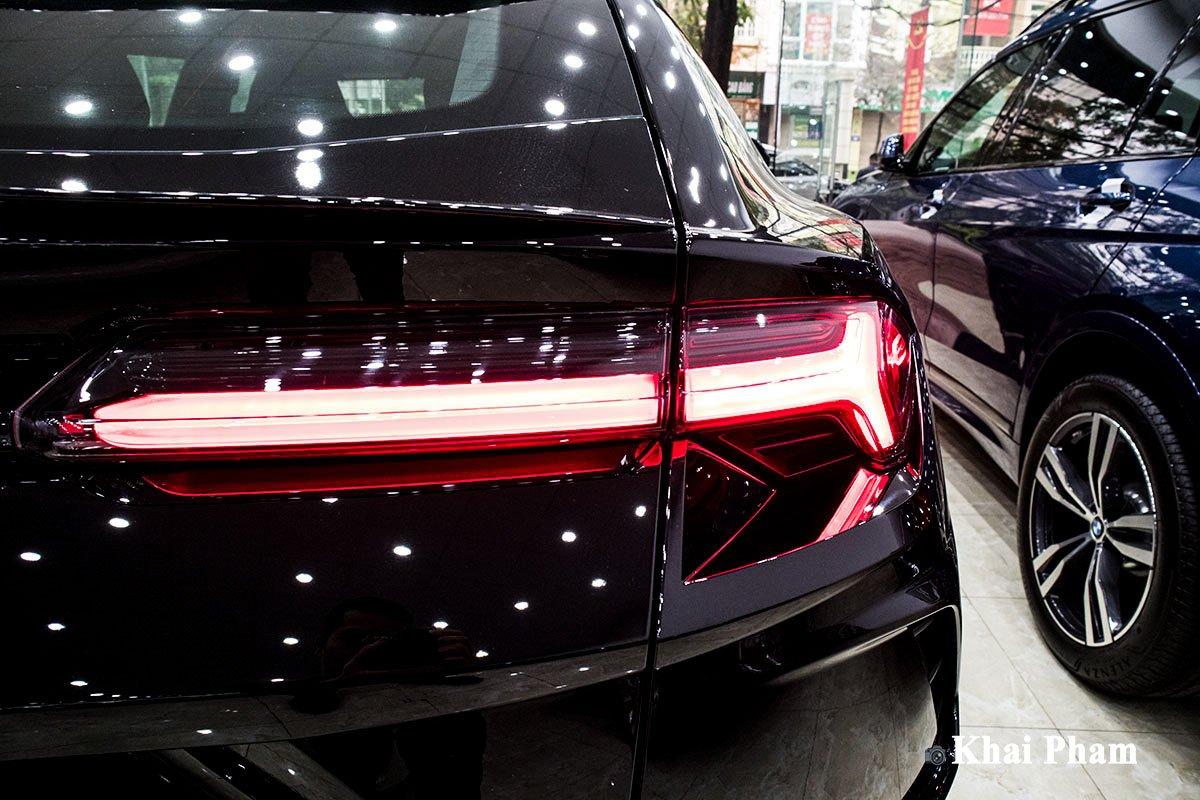 Ảnh Đèn hậu phải xe Lamborghini Urus 2020