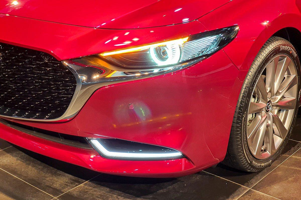 Ảnh Đèn pha xe Mazda 2020