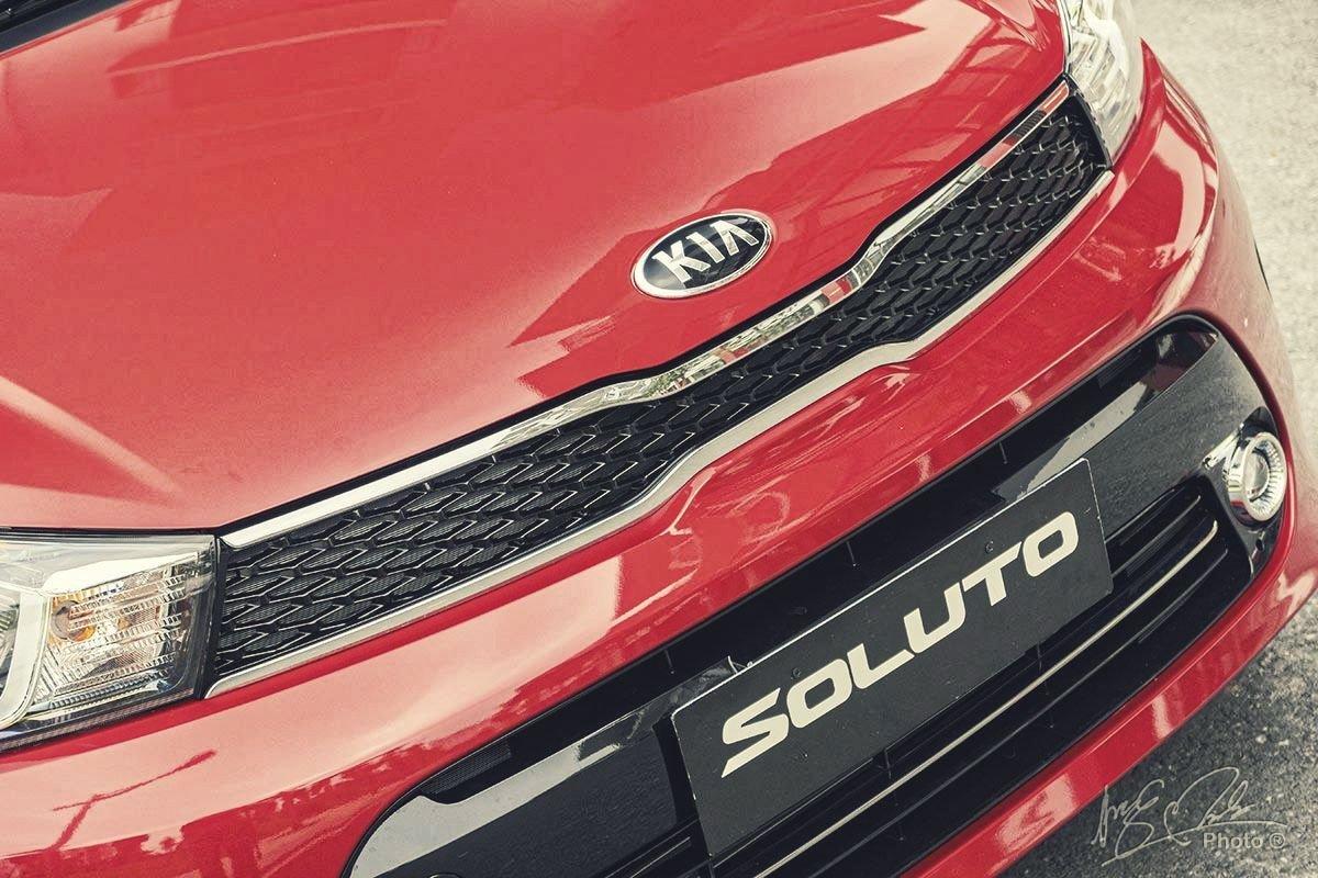 Đánh giá xe Kia Soluto AT Luxury 2020: Lưới tản nhiệt hình mũi hổ.