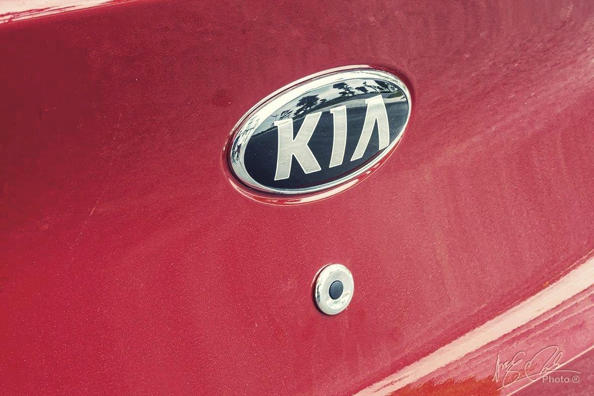 Đánh giá xe Kia Soluto AT Luxury 2020: Cốp đóng mở bằng điện 1.