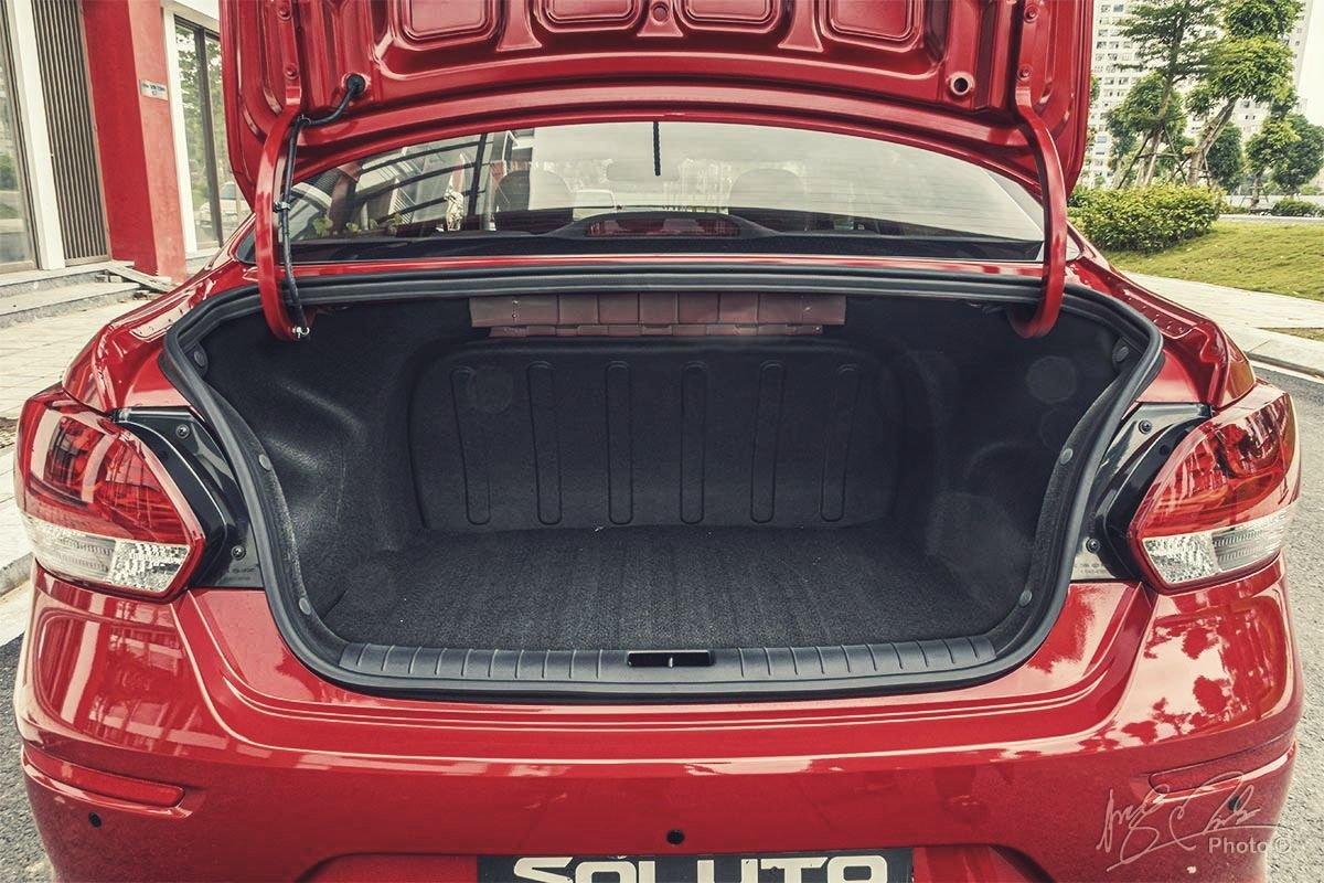 Đánh giá xe Kia Soluto AT Luxury 2020: Khoang hành lý rộng và có dung tích  475 lít.