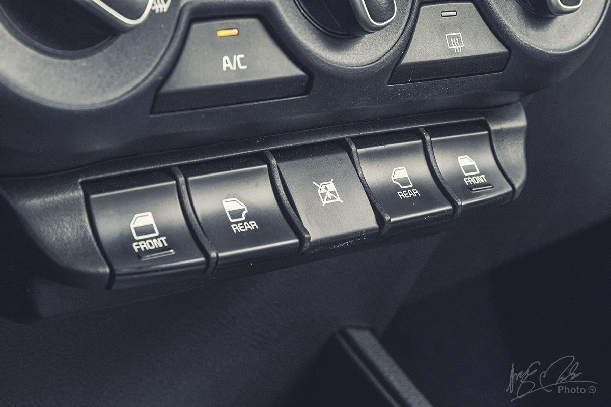 Đánh giá xe Kia Soluto AT Luxury 2020: Gương chỉnh điện.