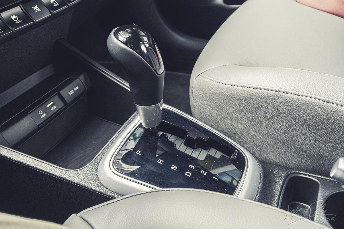 Đánh giá xe Kia Soluto AT Luxury 2020: Hộp số tự động 4 cấp.