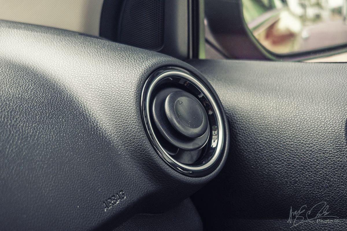 Đánh giá xe Kia Soluto AT Luxury 2020: Cửa gió xoay 360 độ.