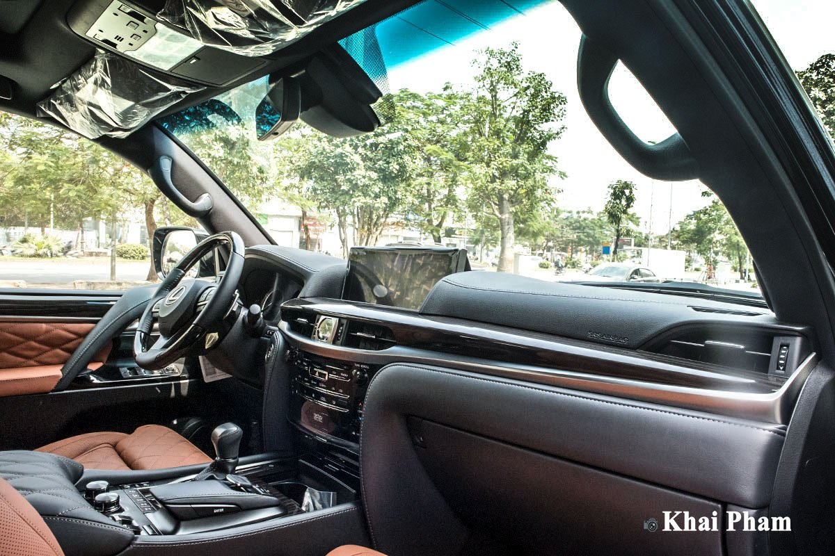 Ảnh khoang lái xe Lexus LX570 Super Sport 2020 a1