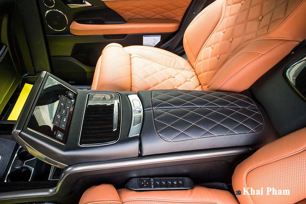 Ảnh bệ tỳ tay xe Lexus LX570 Super Sport 2020