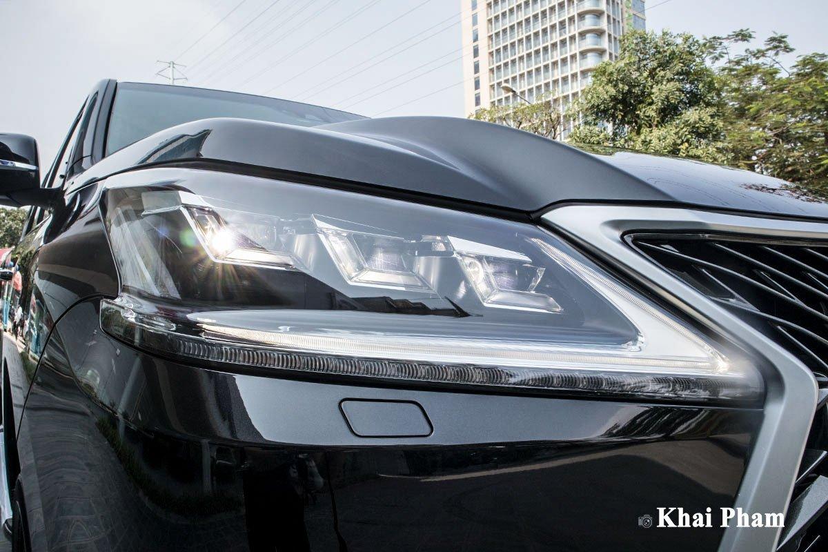 Ảnh đèn pha xe Lexus LX570 Super Sport 2020