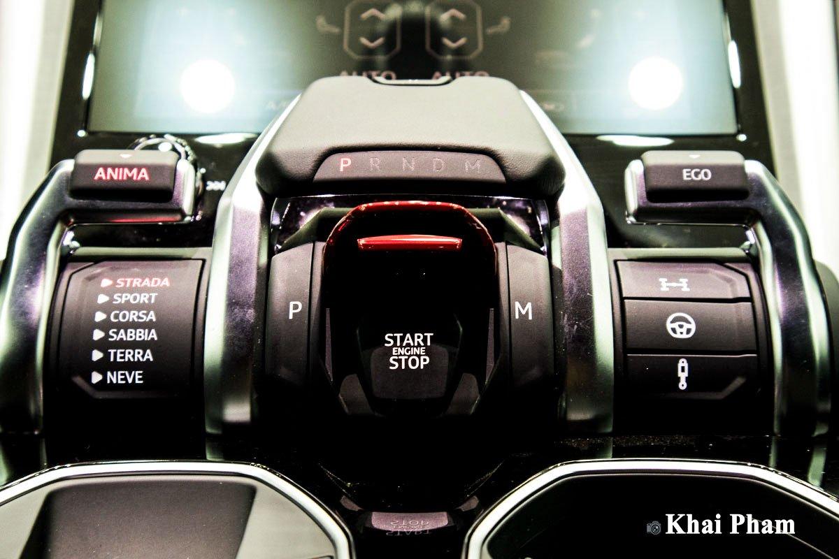 Ảnh Nút khởi động xe Lamborghini Urus 2020